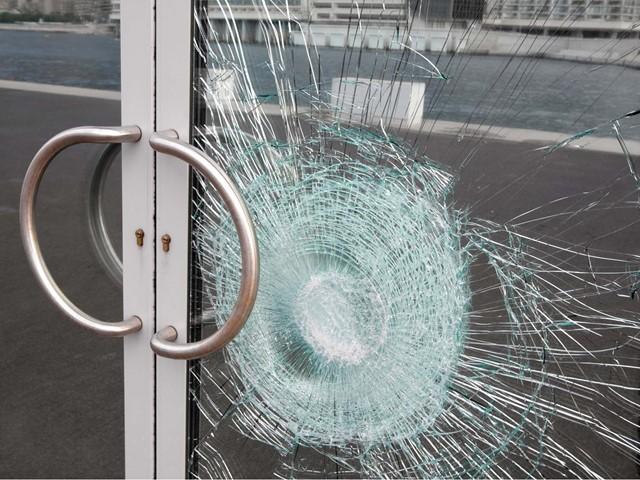 Kapotte glazen deur